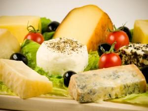 Quesos diferentes variedades - Different cheeses varieties